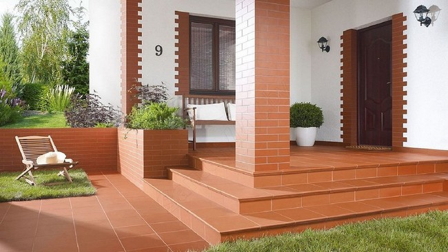 дизайн двора в частном доме перед входом