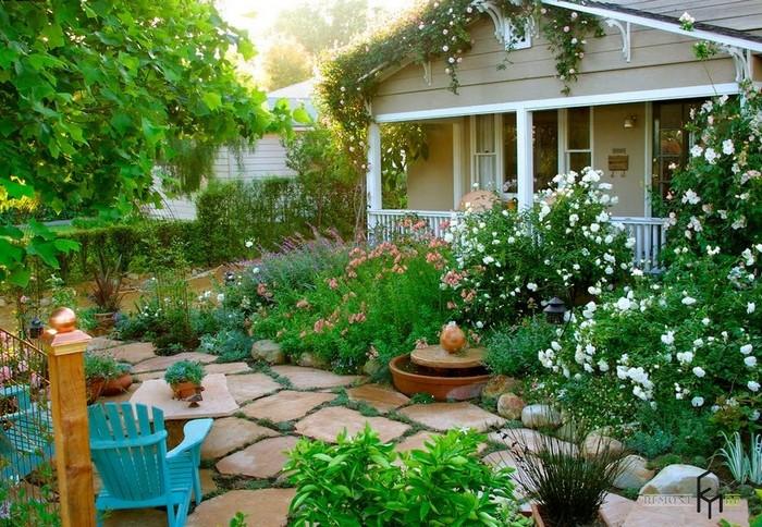 цветник для маленького дачного двора