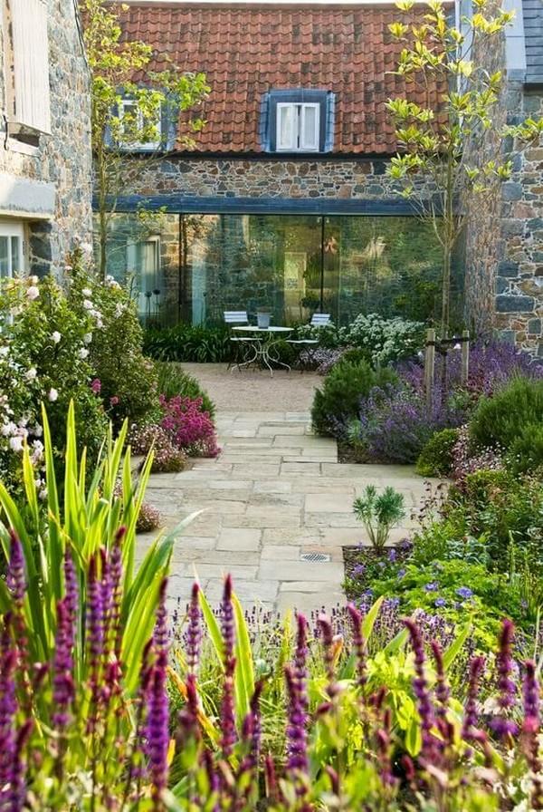 красивый ландшафтный дизайн двора и участка