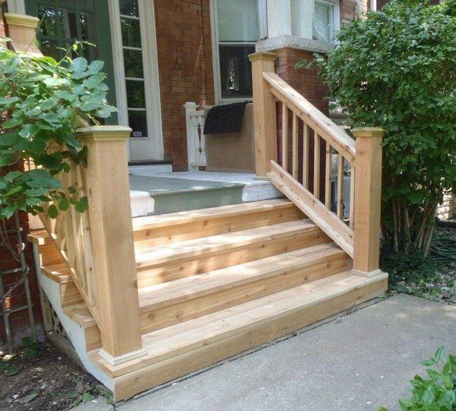 деревянное крыльцо к дачному дому