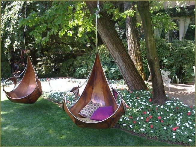 уютная зона отдыха в саду