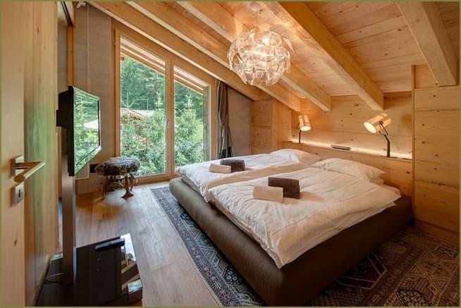 дизайн интерьера частного дома спальни на мансарде