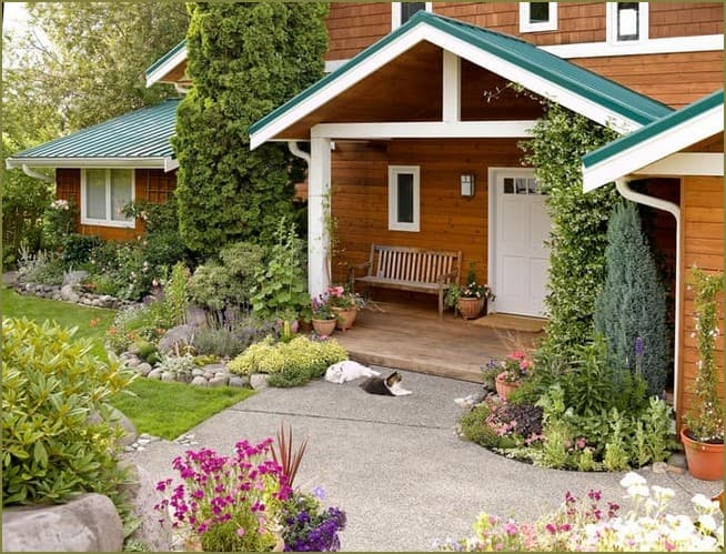 садовые композиции возле частного дома