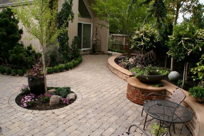 мощение двора частного дома
