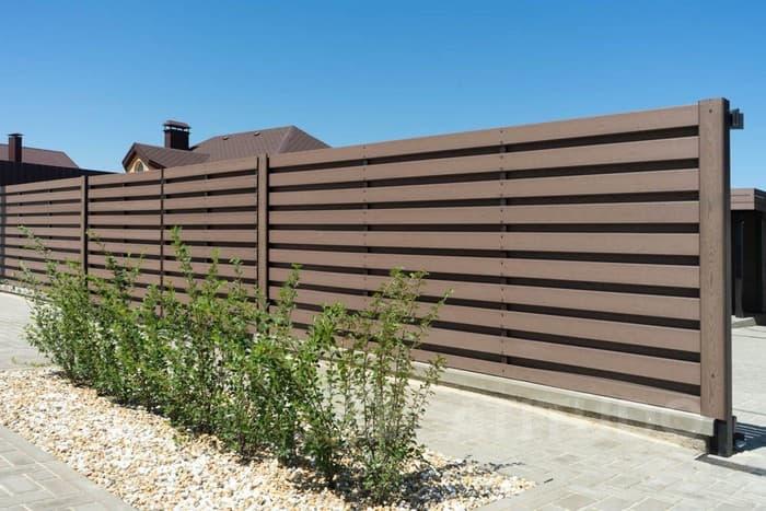 забор на даче из ДПК