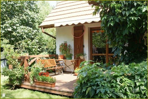Уютный дачный двор