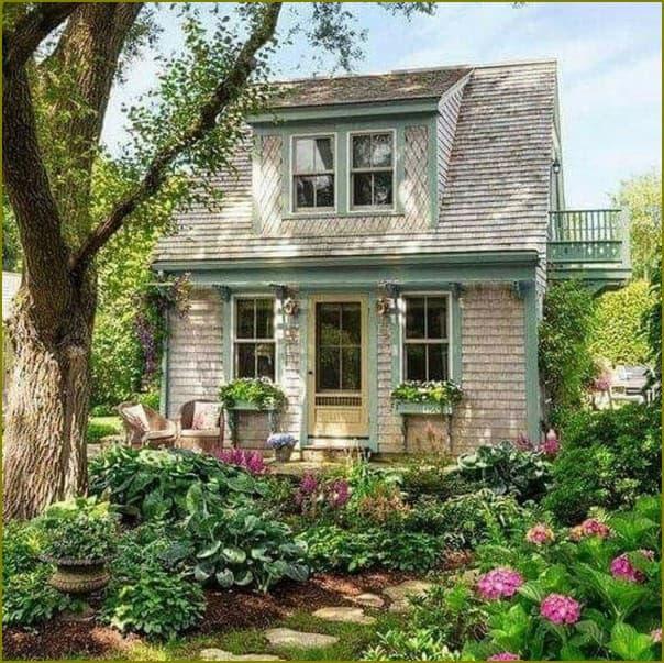 Уютный домик с садом