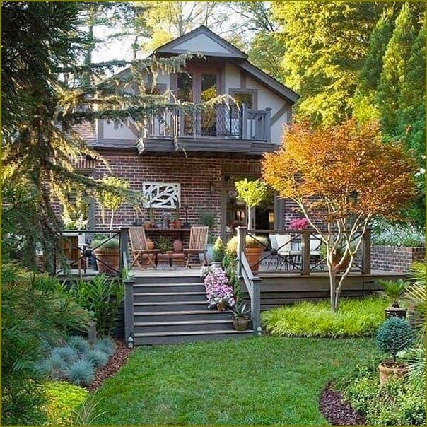 Дача в стиле усадьбы с садом