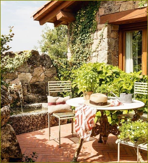 Уютный дом с двориком