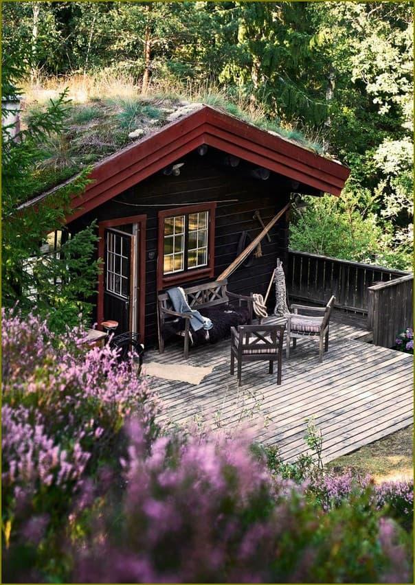 Скандинавский дом в лесу