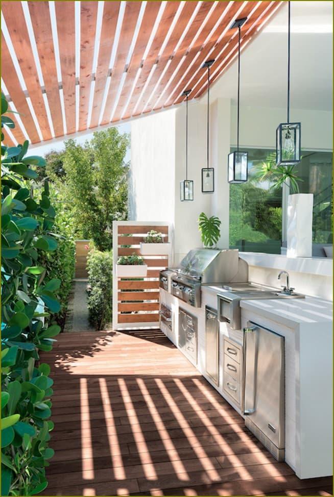 открытая летняя кухня для дачи
