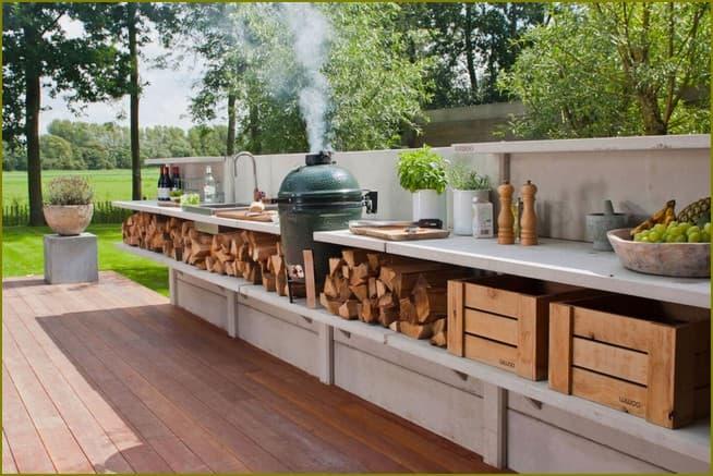 летняя кухня во дворе частного дома