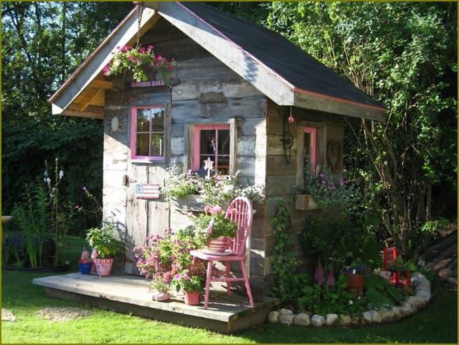 Маленький домик в саду