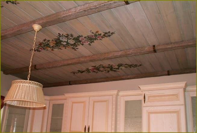 Как красиво оформить потолок на даче