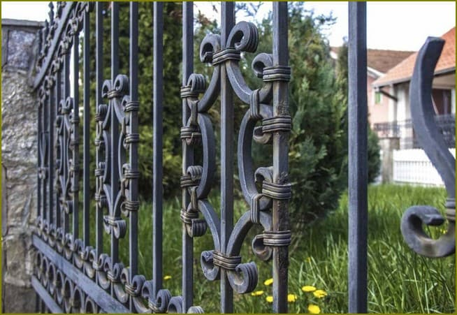 металлический забор для частного дома
