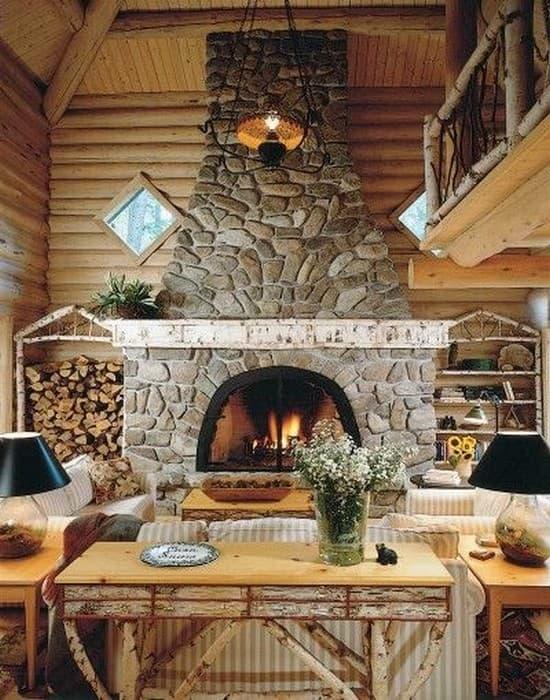 каменный камин в частном доме