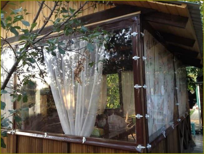 беседка с мягкими окнами